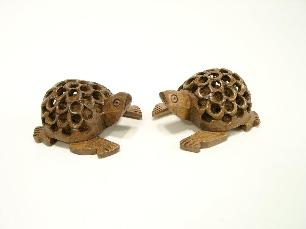 Želva dřevěná prořezávaná z mořené lípy