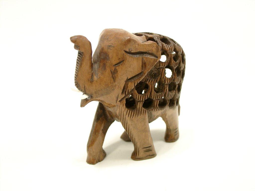 Slon prořezávaný z mořené lípy