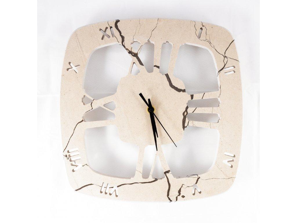 moderní hodiny s římskými číslicemi
