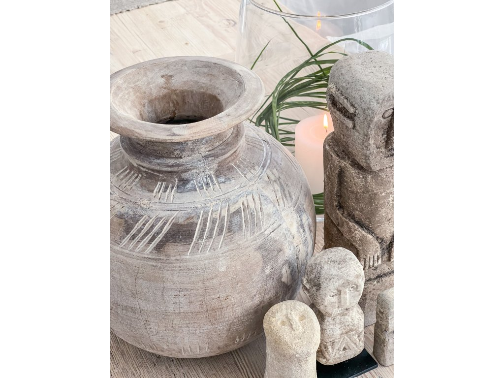 Váza ze starého jilmu