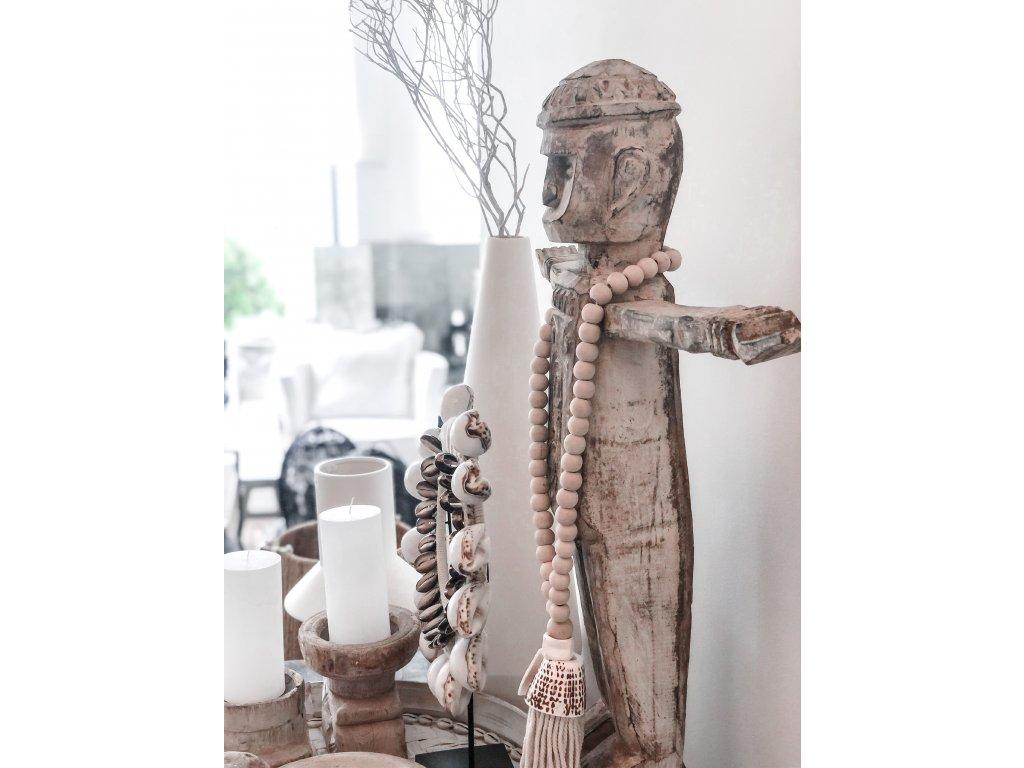 Dřevěná socha s patinou