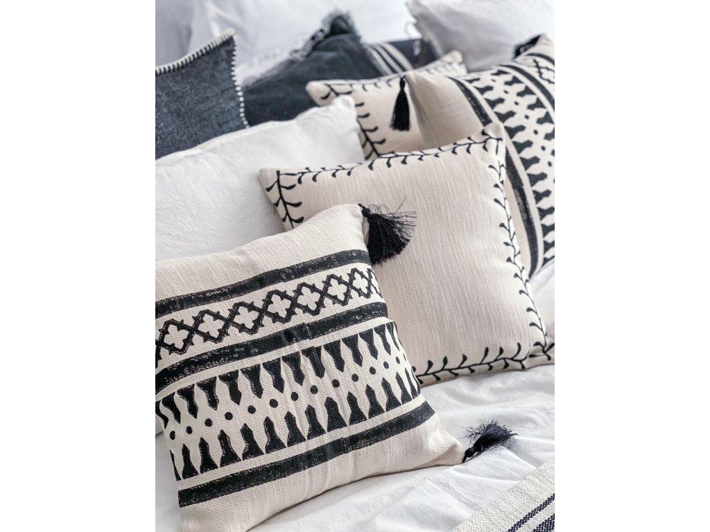 Tkaný polštář s ručním tiskem