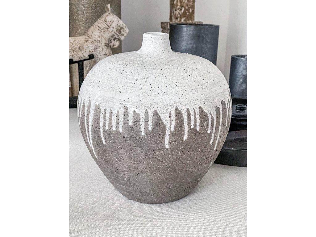 Váza z keramiky
