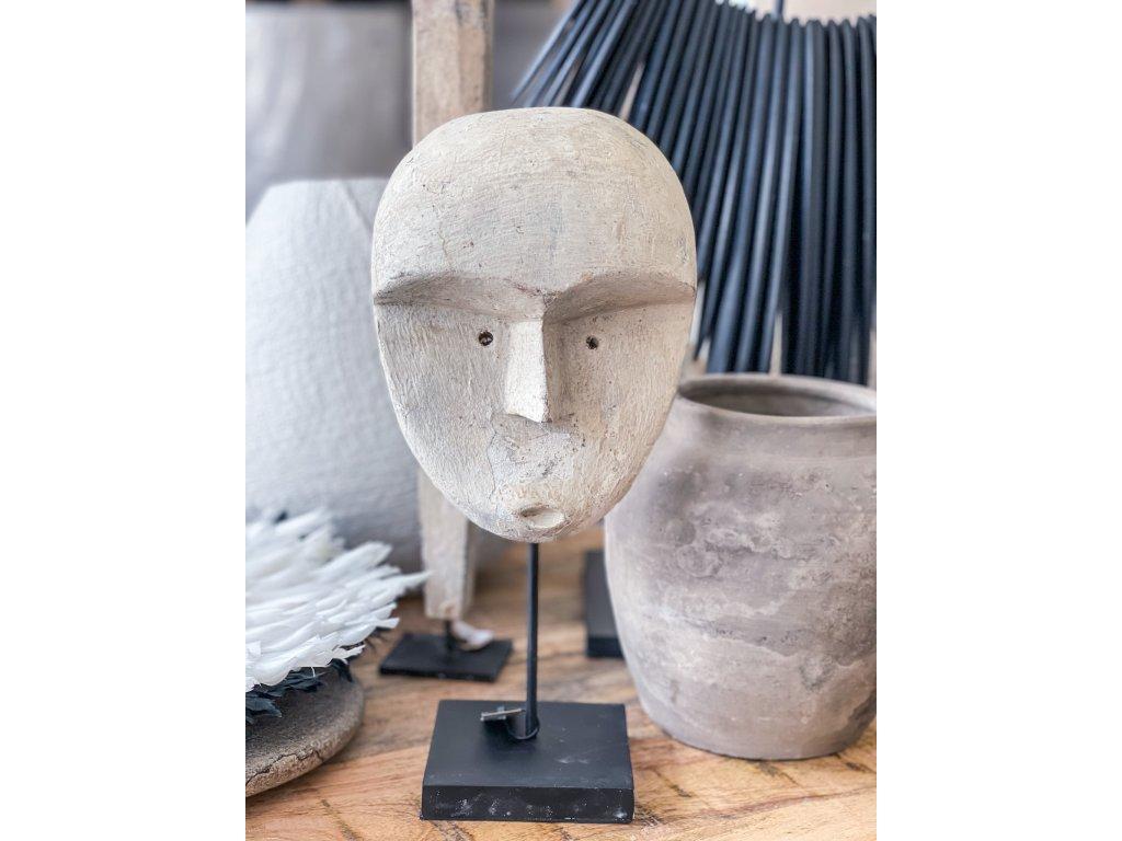 Hlava na stojanu