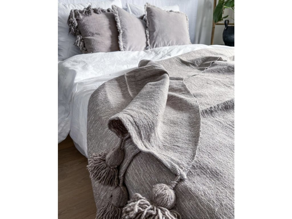 Přehoz na postel tkaný se střapci