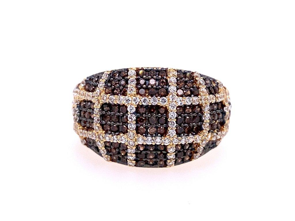 prsten-ze-zluteho-zlata-s-cernymi-a-bilymi-zirkony