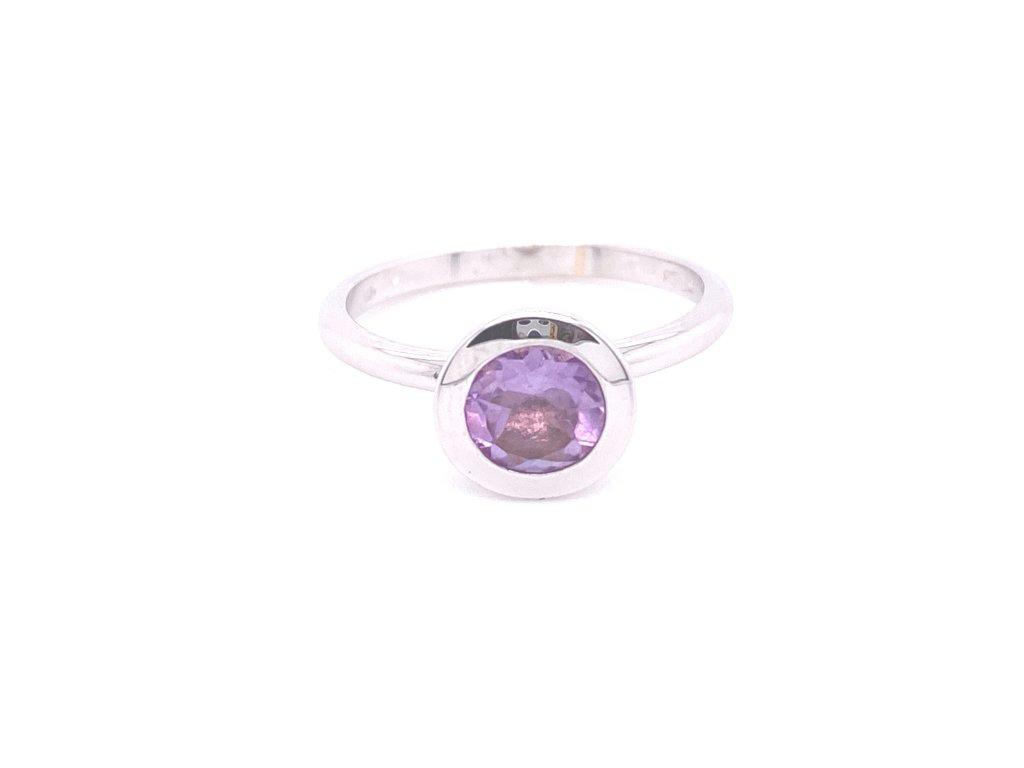 prsten-z-bileho-zlata-s-prirodnim-ametystem