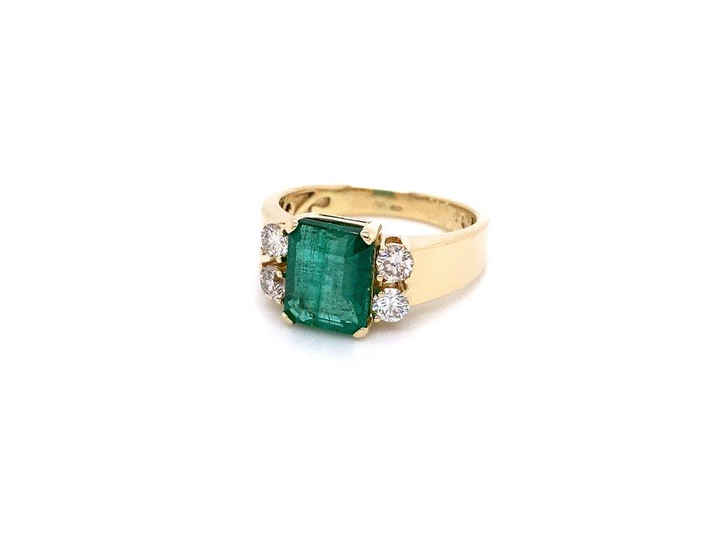 smaragdovy-prsten-ze-zluteho-zlata-s-brilianty