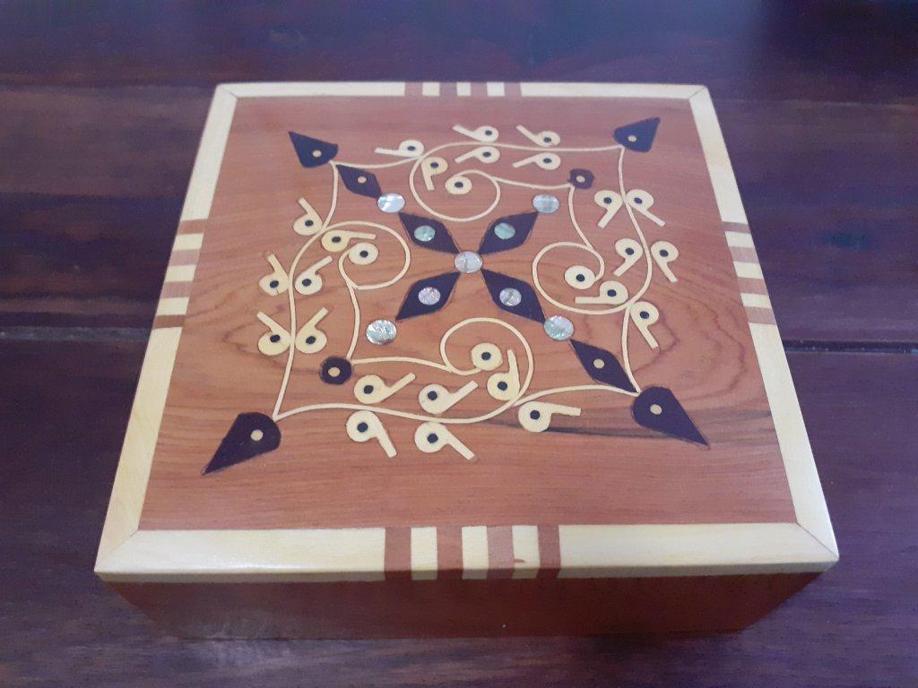 Dřevěná šperkovnice / krabička