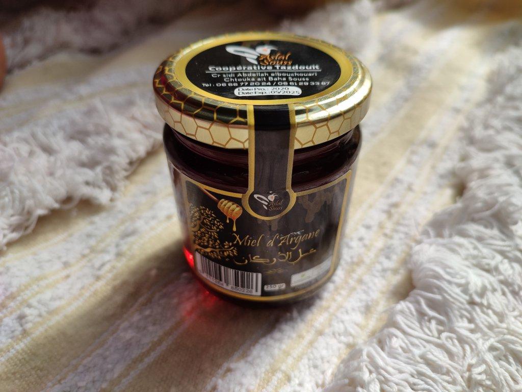 Med z květů argánie