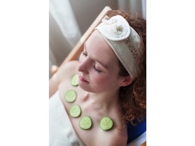 Vanilla Blossom: Krémová kosmetická čelenka s květinami od MaryBerry