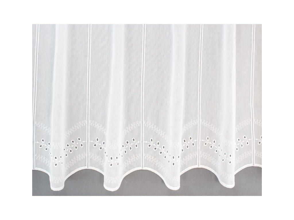 Záclona s výšivkou na tkaném batistu bílá
