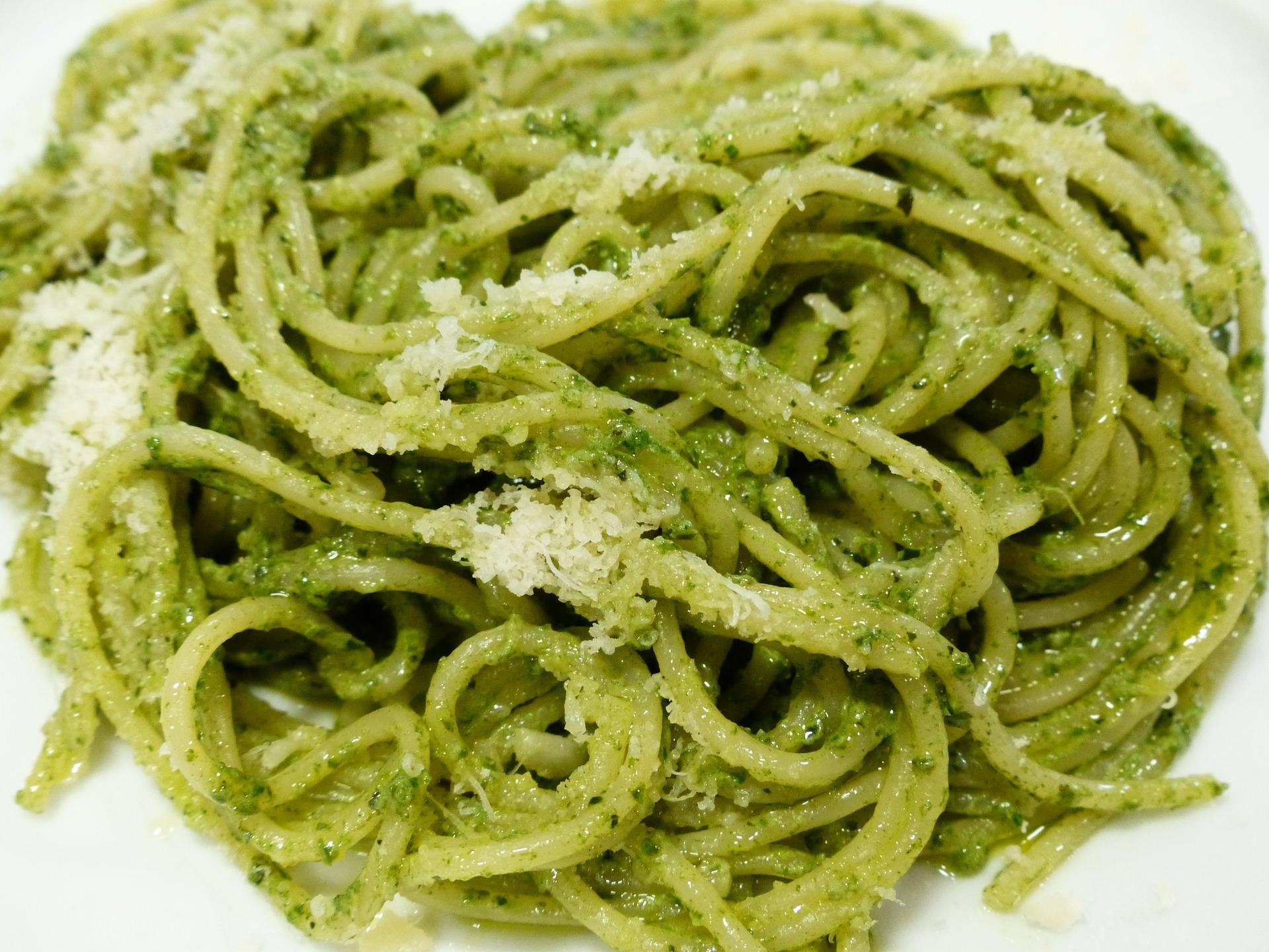 Špagety s pestom z Matcha a parmezánom