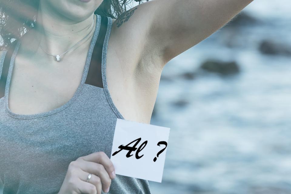 Mohou přírodní deodoranty obsahovat hliník?