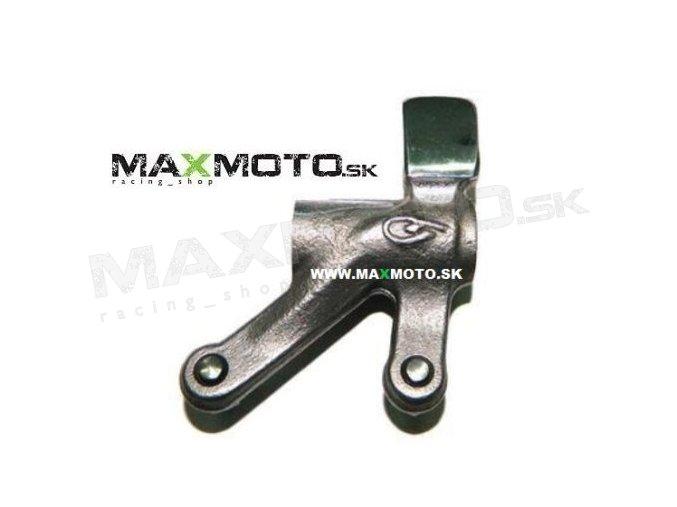 Vahadlo nasávacieho ventilu CF MOTO Gladiator RX510/ X5/ X6/ Z6/ UTV530/ 630, 0180-021100