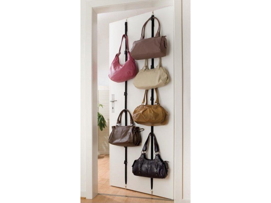 Organizér kabelek na dveře