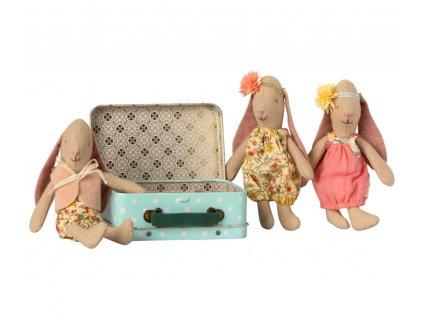 Maileg Malá králičí holčička v kufříku se dvěma šatičkami - Micro