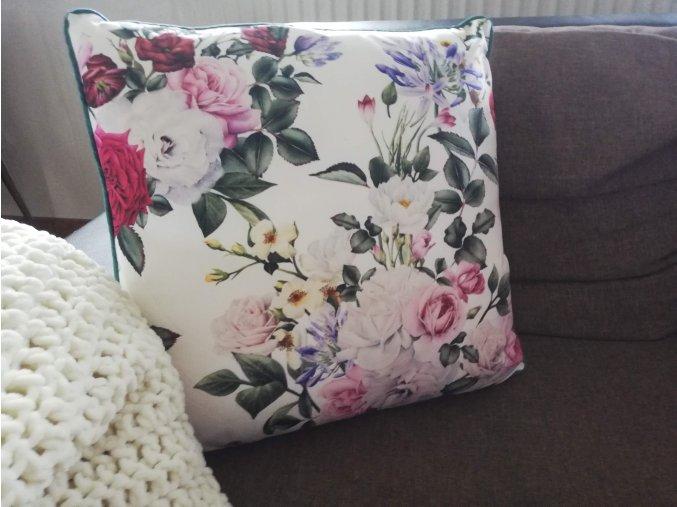 Dekorační polštář s růžemi
