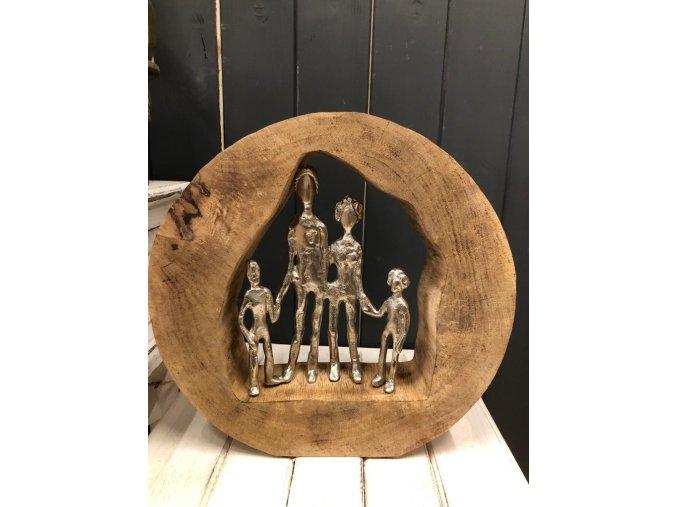 Snoubenci na mangovém dřevě