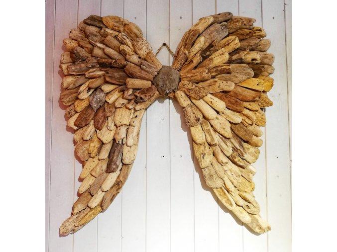 Andělská křídla z naplaveného dřeva