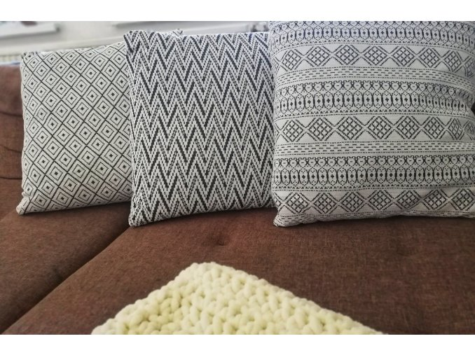 Dekorační polštář se vzory