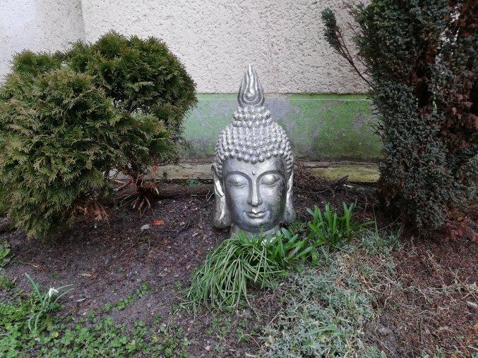 Buddha volně stojící