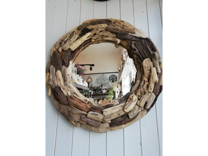 Kulaté zrcadlo z naplaveného dřeva