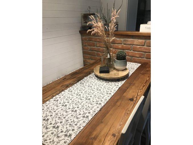 Dekorativní běhoun na stůl