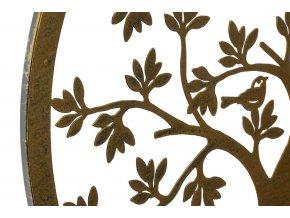Strom přírody s ptáčky