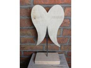 Andělská křídla na podstavci