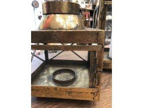 Antická dřevěná lucerna
