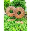 Dekorační dřevěné kolo na podstavci