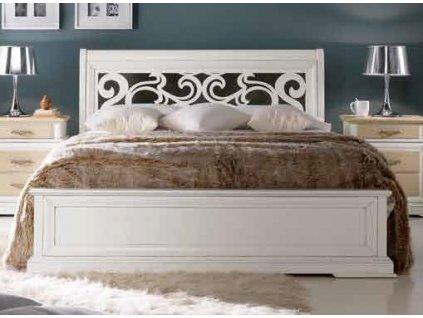 Masivní stylová dvoulůžková postel s perforovaným čelem