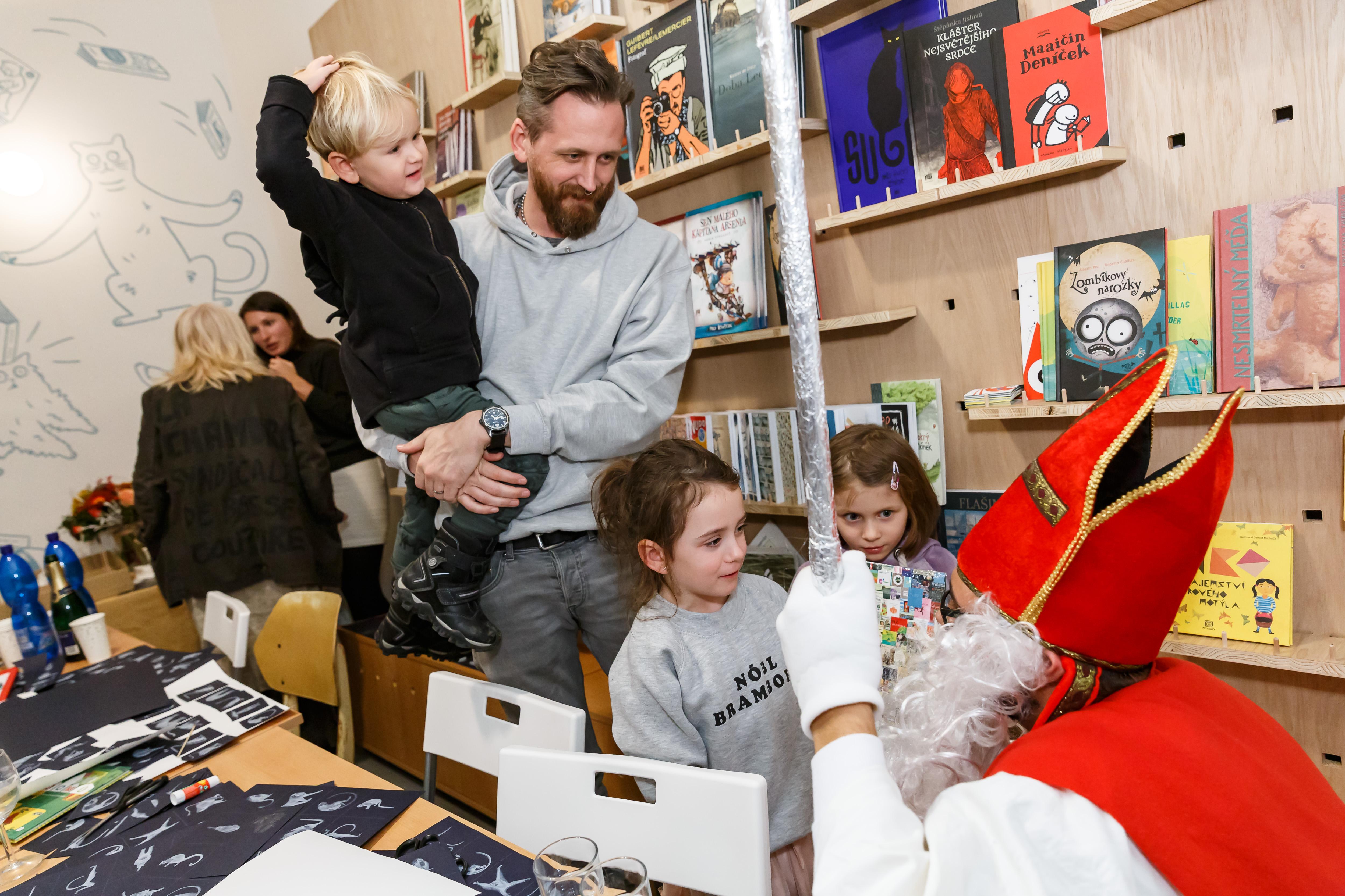 Fotoreportáž: Mikulášská v našem novém knihkupectví