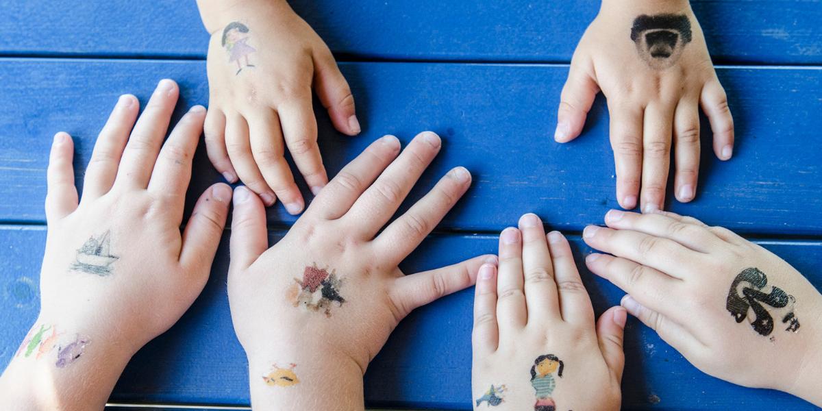 Tetování s meandřími hrdiny