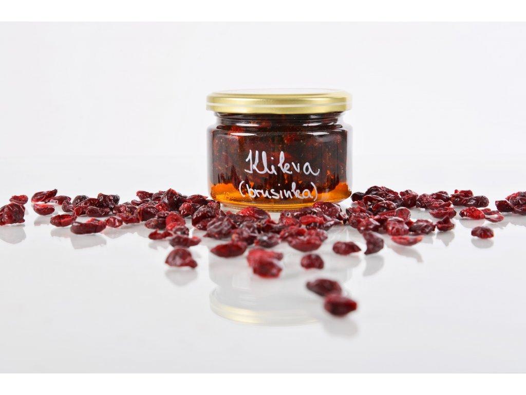 Brusinky v medu  Zdravé mlsání plné vitamínů