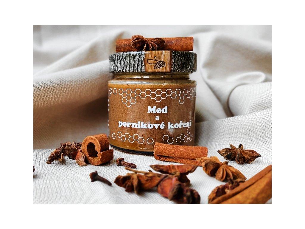 med a perníkové koření