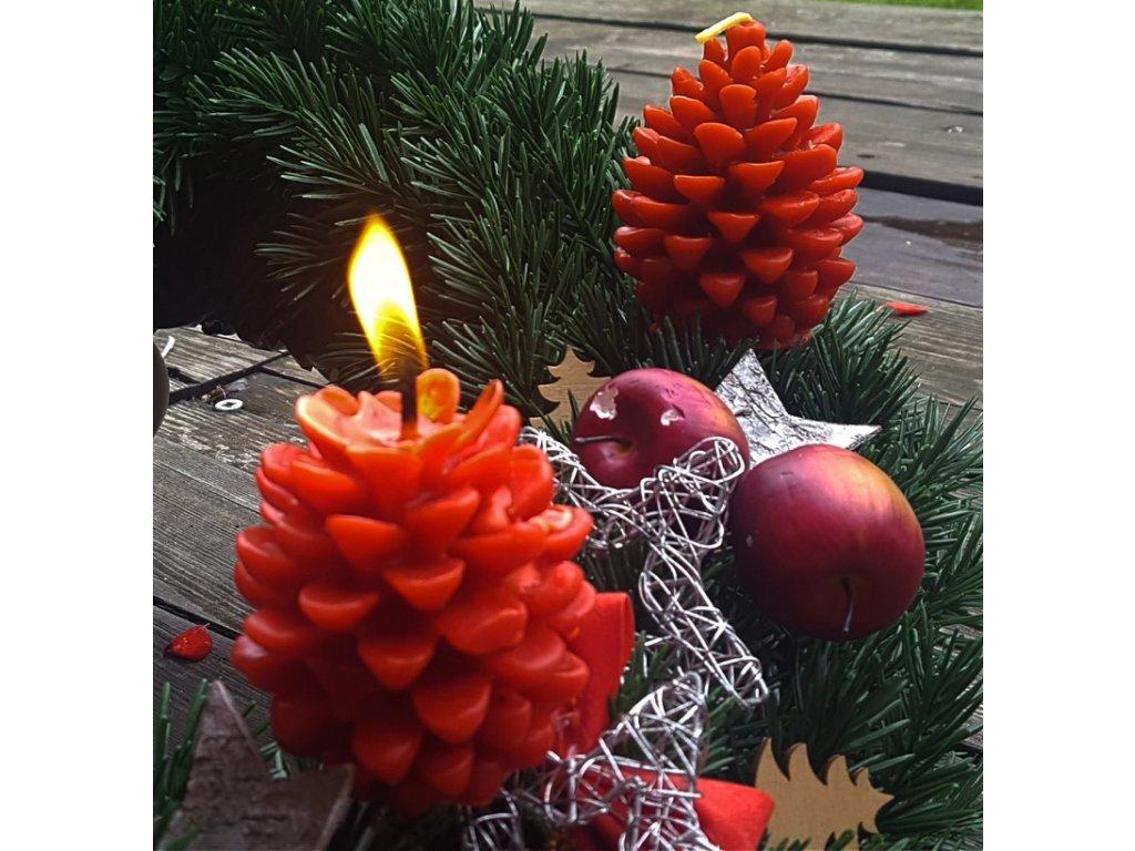 vánoční svíčka z včelího vosku šiška