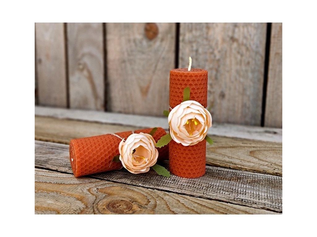 svíčka ze včelího vosku s květinou3