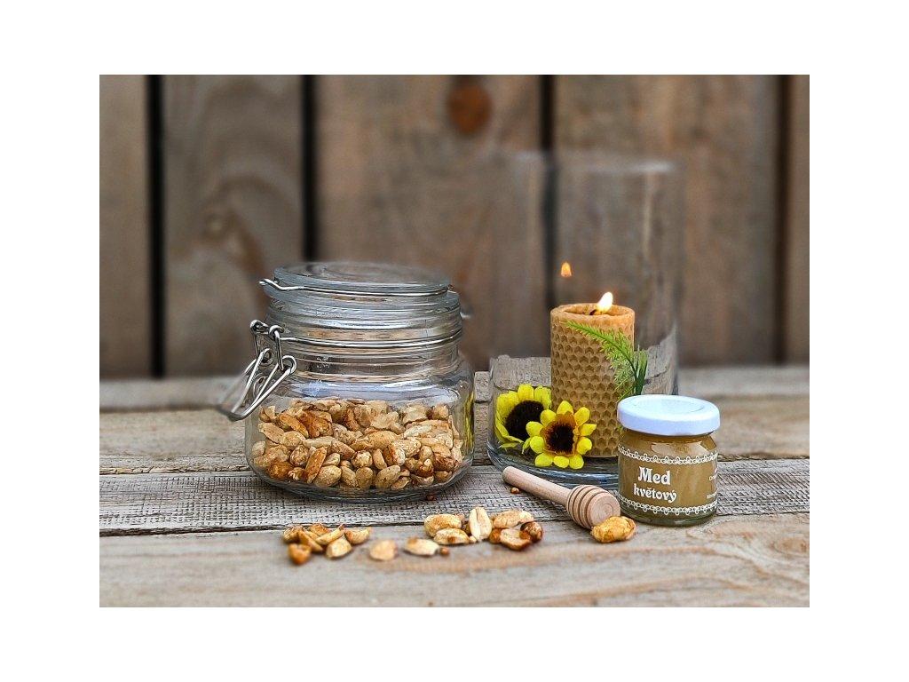 pražené arašídy med