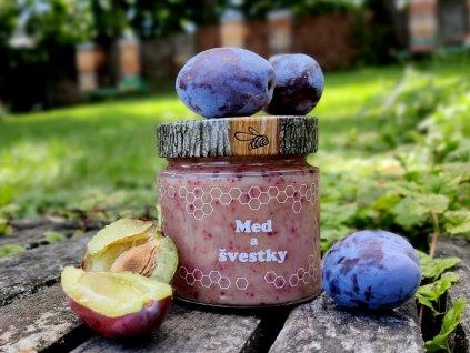 Med a švestky