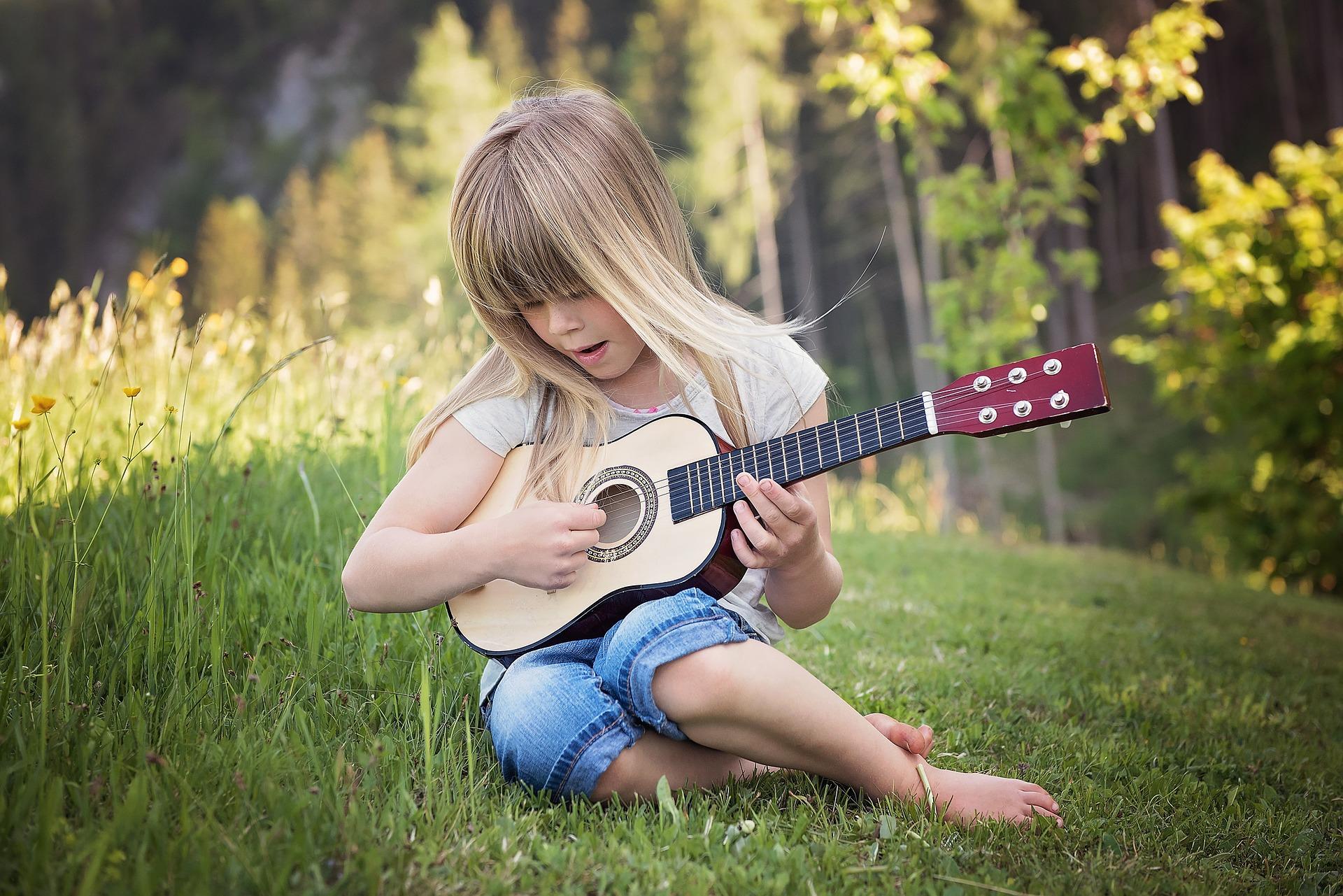 Veľkosti gitár: Štandardné gitary, gitary pre ženy a gitary pre deti