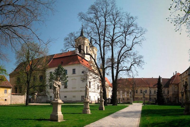 benediktinsky-kla-s-ter-rajhrad-c-esko-zeme-pr-i-be-hu-1-1576927165