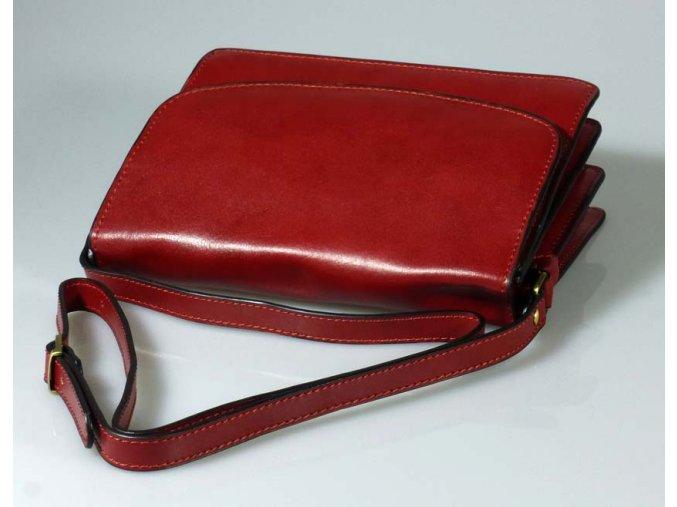Kožená kabelka s klopnou červená