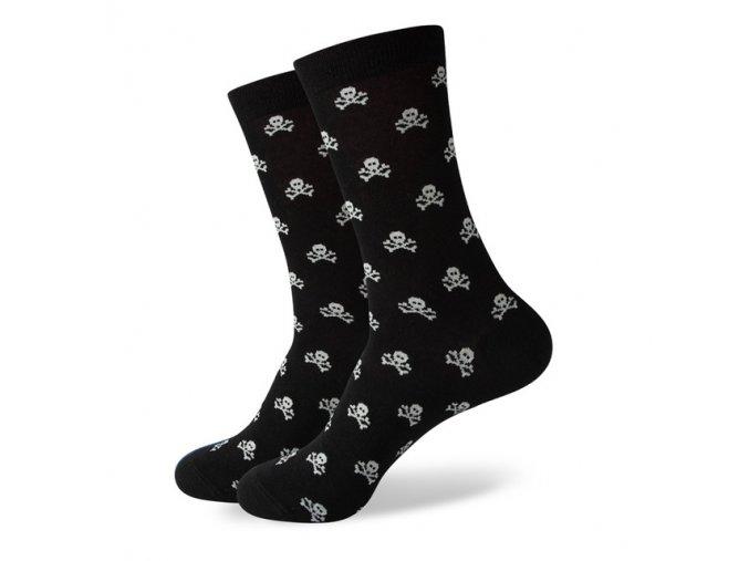 Čierne ponožky - malé biele lebky