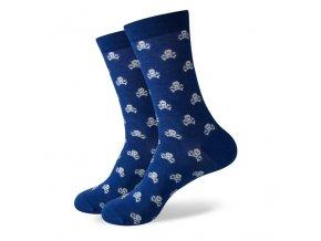Modré ponožky - malé biele lebky
