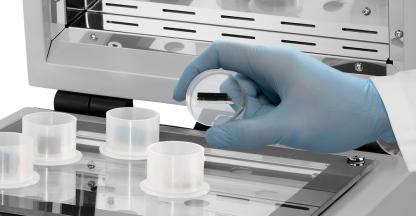 QMOUNT - Nejrychlejší způsob zalévání metalografických vzorků UV vytvrzením!