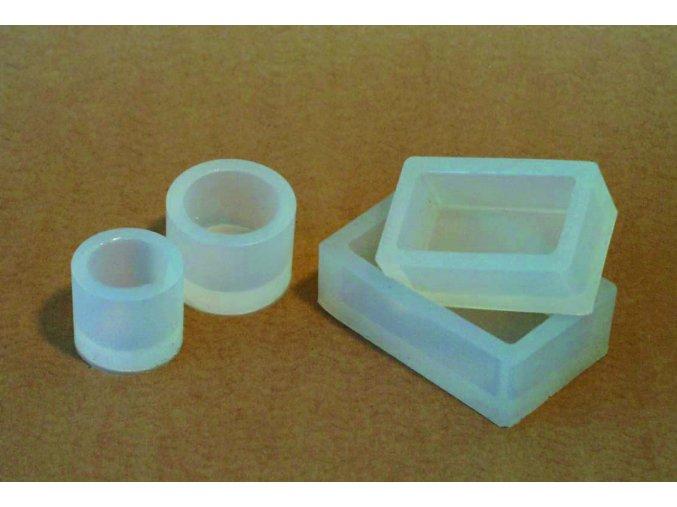 Silikonová obdelníková zalévací formička. Rozměry: Ø 70 x 40 mm / H 22 mm.