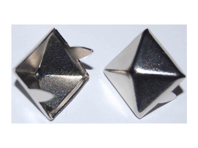 pyramida 16x16mm