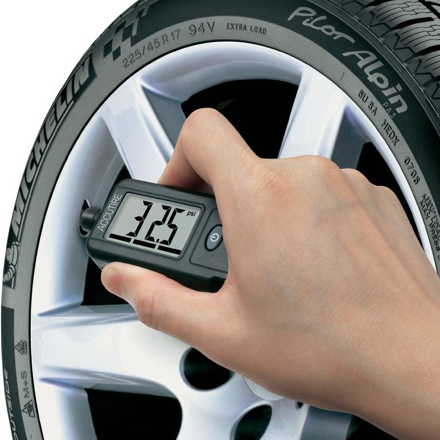 Měření tlaku v pneumatikách